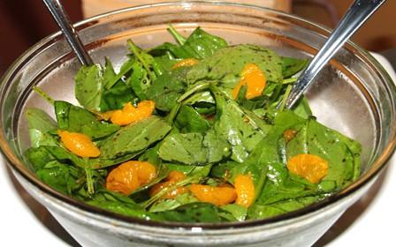 Insalata di spinaci con arance e mele
